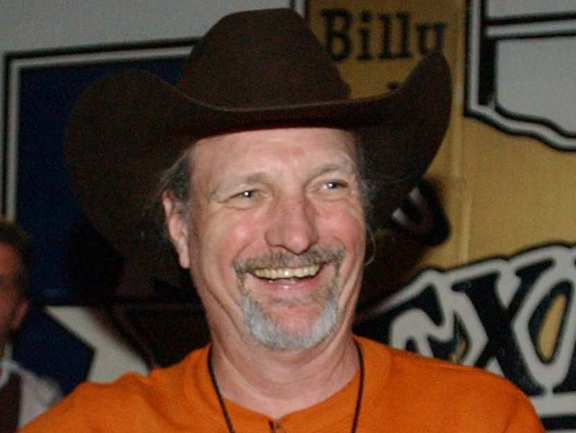 """Willie Nelson's Bassist Dan """"Bee"""" Spears Dead At 62"""