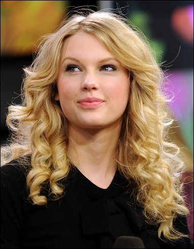 Taylor Swift on December 14 2011 By Trigger No Comments
