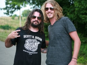 shooter-jennings-bucky-covington-drinking-side-of-country
