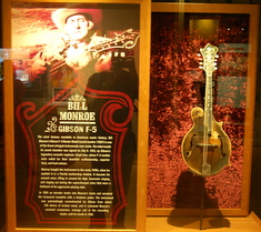 bill-monroe-gibson-f5-mandolin-country-music-hall-of-fame