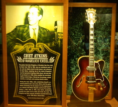 chet-atkins-guitar-country-music-hall-of-fame