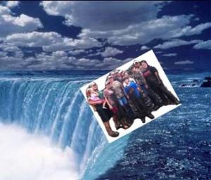 niagra-falls-rednecks-2
