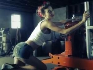 dustin-lynch-she-cranks-my-tractor-2