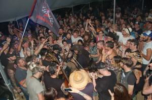 jayke-orvis-crowd-muddy-roots