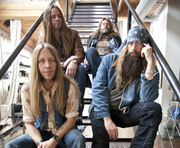 "Blackberry Smoke's ""Holding All The Roses"" Hits #1"