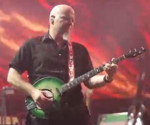luke-bryan-green-banjo