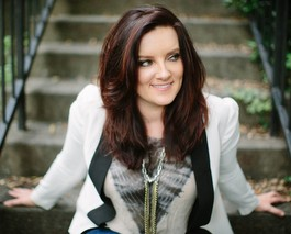 "Brandy Clark Reveals The Pain Behind The Smile In ""12 Stories"""