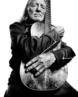 willie-nelson-trigger-hug