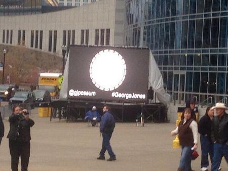 george-jones-tribute-screens-outside