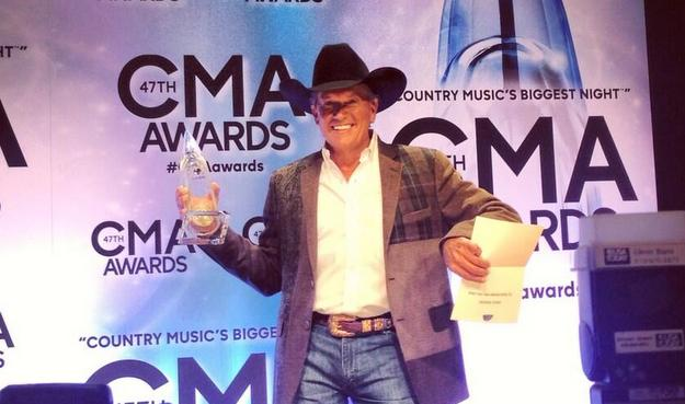george-strait-cma-entertainer-of-the-year-2013