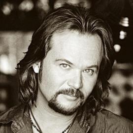 "Travis Tritt: Artists Are Portraying ""Something They Aren't"""