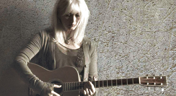 "Emmylou Harris: Today's Country Music Isn't ""Washed In The Blood"""