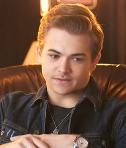 Hunter Hayes showing off fresh stubble in a pre-fest interview