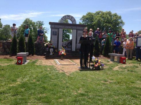 Nancy Jones speaking at the ceremony