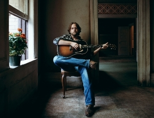 Hayes Carll Signs with Thirty Tigers / New Album Coming
