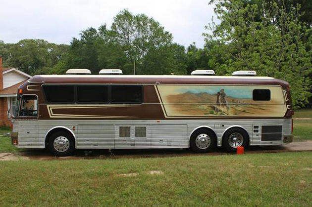 Willie Nelsons Old Tour Bus Up For Sale On Craigslist Saving