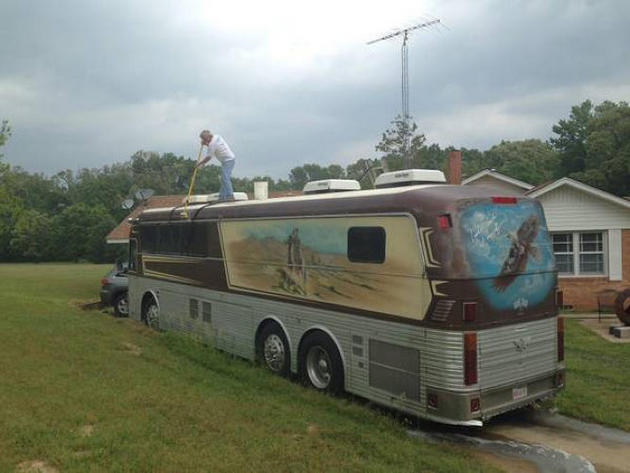 Willie Nelson's Old Tour Bus Up For Sale on Craigslist ...
