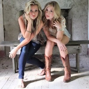 "Maddie & Tae's ""Girl In A Country Song"" Anti Bro-Country?"