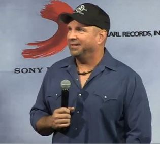 garth-brooks-press-conference-2
