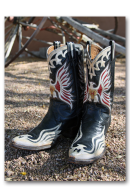waylon-jennings-custom-made-cowbouy-nudie-boots-hank-williams