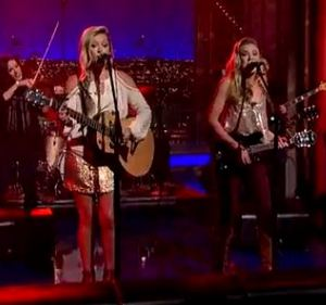 "Review – Maddie & Tae's ""Girl In A Country Song"" on Letterman"