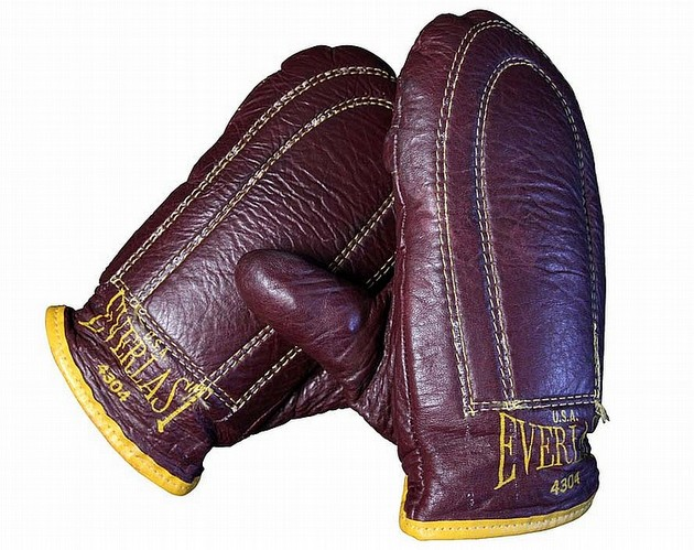 muhammad-ali-gloves-waylon-jennings