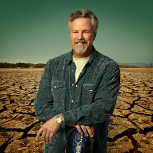 "Robert Earl Keen to Release ""Happy Prisoner"" Bluegrass Album"