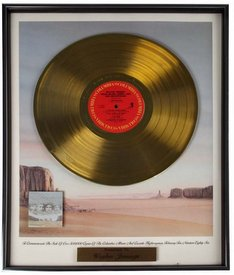 waylon-jennings-gold-record-the-highwaymen