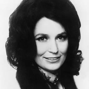 Loretta Lynn Signs with Sony – New Album On The Way