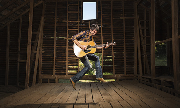 "Mo Pitney Reveals Great Promise with ""Country"" Single"