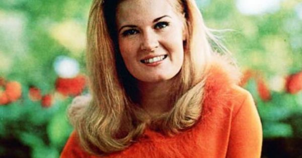 Country Legend Lynn Anderson Has Passed Away Saving