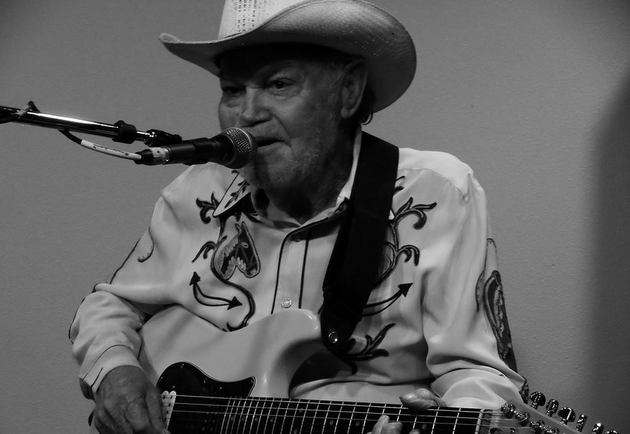 Bakersfield / Country Trucking Legend Red Simpson Passes Away