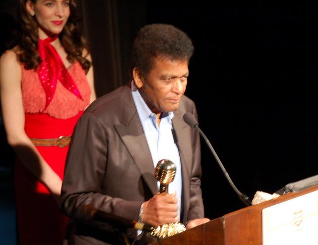 Charley Pride accepting his 2016 Master Award