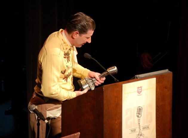 Charlie Thomspon accepting Honky Tonk Male award