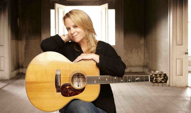 "Mary Chapin Carpenter Teams Up with Dave Cobb On ""Things That We Are Made Of"""
