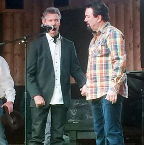 "Randy Travis Sings ""Amazing Grace"" in First Singing Performance Since Stroke"