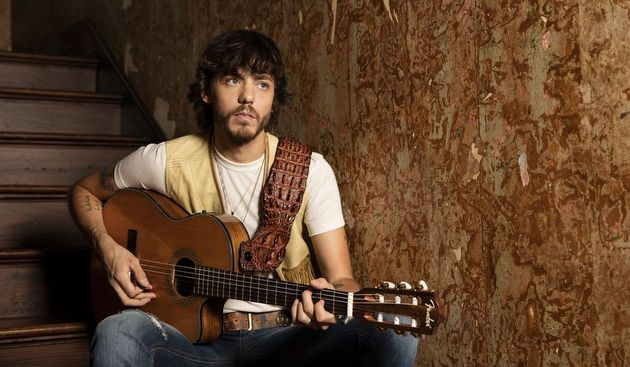 "Song Review – Chris Janson's ""Holdin' Her"""