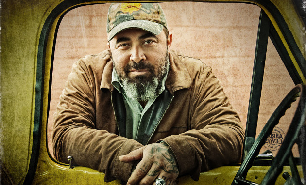 "Aaron Lewis Signs to Big Machine, Releases Protest Song ""That Ain't Country"""
