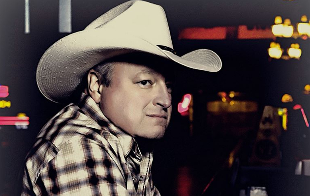 "Mark Chesnutt Revitalizes the Country Heartbreak Song In ""Tradition Lives"""