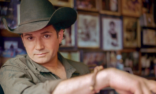 Tracy Byrd, country music artist and 2015 Texas Country Music Hall of Fame inductee, will be preforming at The Hat in Aggieville on Jan. 22, 2016. (Photo Courtesy of Maverick Elite Entertainment)