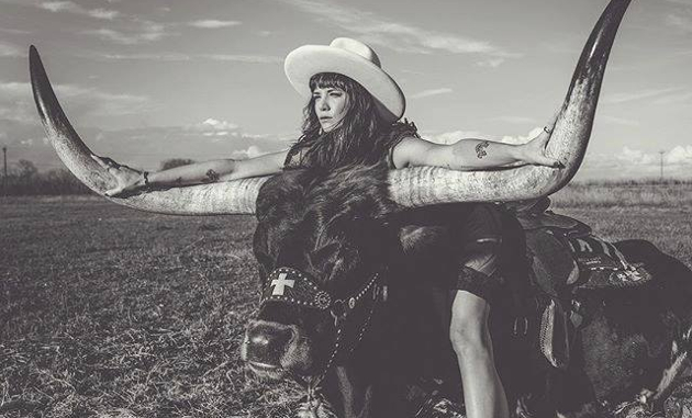 Nikki Lane, Brent Cobb & Robert Ellis Team Up for Stagecoach Tour