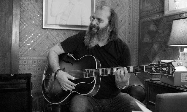 "Steve Earle to Release New Waylon-Esque Album ""So You Wanna Be An Outlaw"""