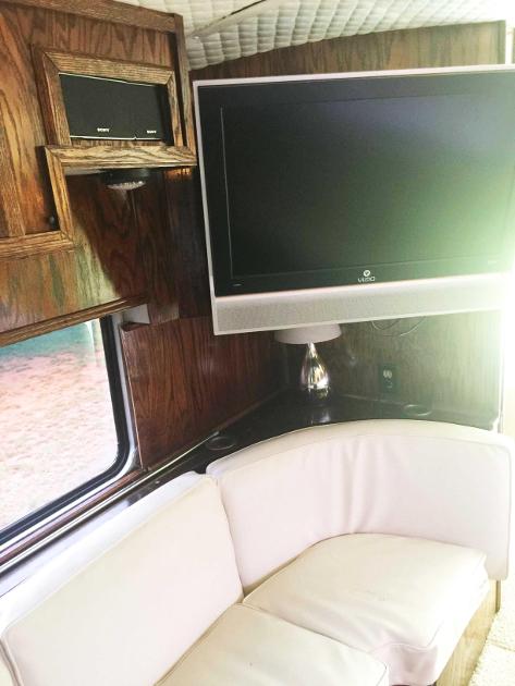 loretta-lynn-bus-7