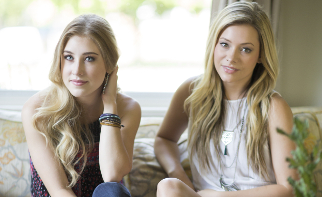 Maddie & Tae Officially Signed to UMG Nashville