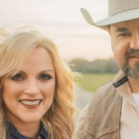 """Daryle Singletary and Rhonda Vincent Keep The Country Duet Alive on """"American Grandstand"""""""