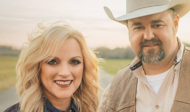 "Daryle Singletary and Rhonda Vincent Keep The Country Duet Alive on ""American Grandstand"""