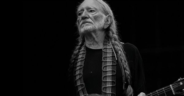 Willie Nelson Walks Off Stage At Charlotte S Outlaw Music Fest Show Canceled Saving Country Music