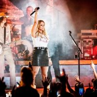 """Miranda Lambert Revels in Being the """"Keeper of the Flame"""""""