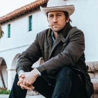 "Chris Shiflett & Chris Stapleton Talk Saving Country Music on ""Walking The Floor"" Podcast"