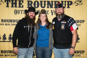 Cody Jinks meets with VFW Post 688 Commander Andrew Camplen and his wife